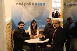 El director executiu de Telecentre.org, Miguel Raimilla i la regidora Ariadna Llorens, a l'espai Neàpolis al MWC