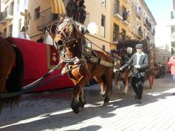 Un carro rep la benedicció a la plaça de Sant Antoni