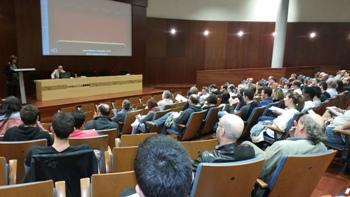 L'auditori de Neàpolis es va omplir per la conferència de Joan Gómez