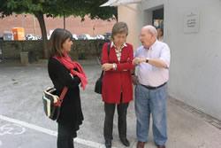 Neus Lloveras i Glòria Garcia, amb el president de l'AV Enrique Chico