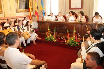 Un any més, el saló de Plens i el hall de la casa de la Vila s'han omplert per escoltar el convit