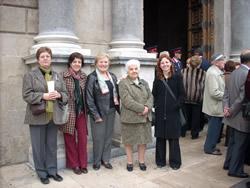 La regidora Míriam Espinàs i la representació vilanovina a les portes del Palau de la Generalitat