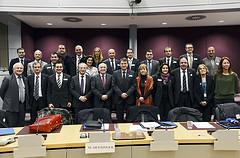 L'alcaldessa, amb un grup d'alcaldes catalans i el vicepresident de la Comissió Europea, Joaquin Almunia,