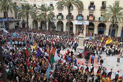 Imatge privilegiada de la plaça de la Vila, diumenge de Comparses