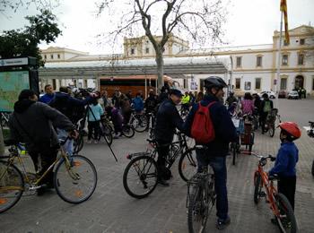 La passejada va començar a la plaça d'Eduard Maristany