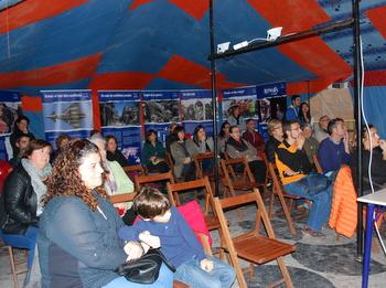 La haima va acollir xerrades de voluntaris als camps de refugiats
