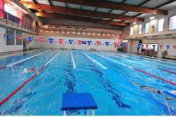 La instal·lació es mantindrà oberta mentre durin les obres a la zona de les piscines