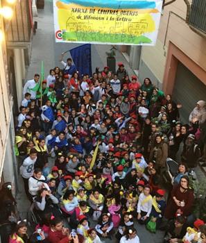 Un any més, els infants i joves han avançat la celebració del Carnaval, i han gaudit pels carrers i places de la ciutat