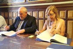 Enric Borràs i Neus Lloveras signen els convenis de col·laboració