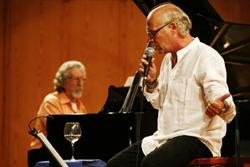 'Piano, Piano...' de Joan Isaac, amb Francesc Burrull al piano, el 17 de maig