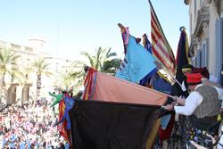 El balcó de l'Ajuntament s'omplirà de banderes i convidats