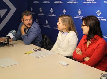 D'esquerra a dreta, el regidor, Joan Giribet, l'alcaldessa, Neus Lloveras i la regidora, Ariadna Llorens