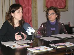 La regidora Míriam Espinàs i Rosa Mansilla, tècnica del Pla de la Gent Gran