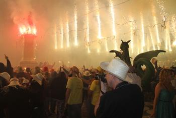 El sostre de foc de la plaça de la Vila és el moment àlgid del Correfoc vilanoví