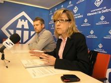 Neus Lloveras, en primer terme, i Joan Giribet, a la roda de premsa del Govern