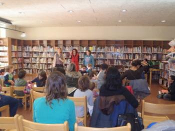 Contes solidaris a la biblioteca Joan Oliva