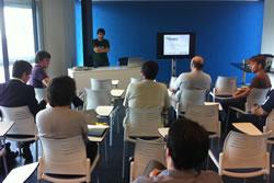 L'aula de formació de Neàpolis Cowork va acollir la trobada