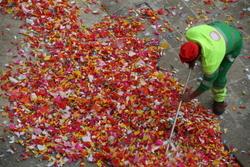 Després de les Comparses els caramels s'acumulen a les clavegueres i provoquen males olors
