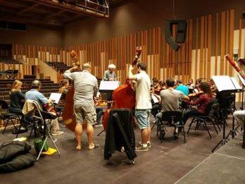 La Camerata en un assaig aquest matí a l'Auditori amb Guerassim Voronko