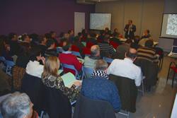Els asssitents van participar activament en el taller