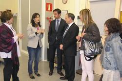 La regidora Llorens amb la nova junta de l'ADEG a les oficines de l'IMET