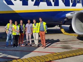 Professors de l'EFAV amb directius de Ryanair