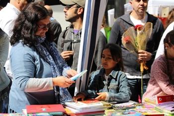 El bon temps ha afavorit la venda de llibres i roses