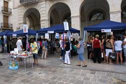 Persones de VNG i de la comarca van aprofitar per comprar al Fora Estocs