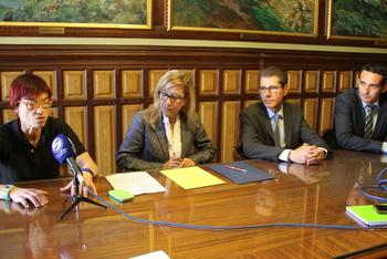 La signatura del conveni s'ha fet aquest migdia a la Sala Pau Roig Estradé