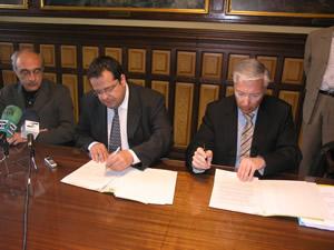 Signatura del conveni entre l'Ajuntament de VNG i BANC