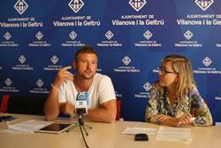 El regidor d'Urbanisme, Joan Giribet  i l'alcaldessa de VNG, Neus Lloveras