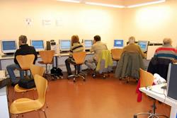 Aula Multimèdia  de la biblioteca Joan Oliva