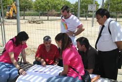Els regidors vilanovins i les responsables de la Fundació Cruyff, aquest dilluns