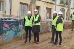 El regidor d'Obres, Joan Giribet i tècnics durant la visita d'obres al pas sota la via del carrer de la Llibertat
