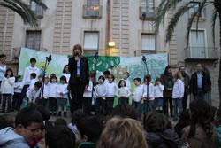L'alcaldessa de VNG, Neus Lloveras, en un moment de l'acte institucional de celebració del Dia dels Drets dels Infants