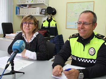 Glòria Garcia i Dionís Ginés, aquest dimecres a la Prefactura de la Policia Local de VNG