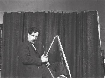 El pintor Alexandre de Cabanyes, en la seva faceta de fotògraf