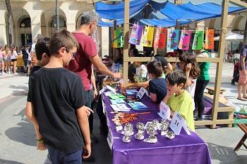 El Mercat de Joves Emprenedors se celebra a la plaça de la Vila