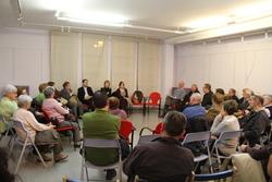 Una seixantena de persones van voler ser presents a la trobada amb l'alcaldessa