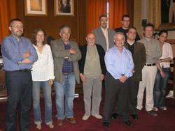 Fotografia de grup, després de la signatura del conveni
