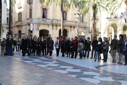 Concentració a la plaça de la Vila en el Dia Interanacional de la no-violència vers les dones