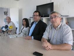 Jordi Carrillo i Jordi Martí, amb l'alcalde de VNG i la regidora de Comunicació i Premsa