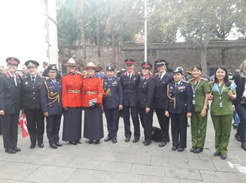 fotografia grup dones policia