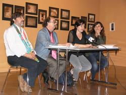 Isabel Pla i Mireia Rosich acompanyades dels comissaris de l'exposició, Jordi Mestre i Josep Padró