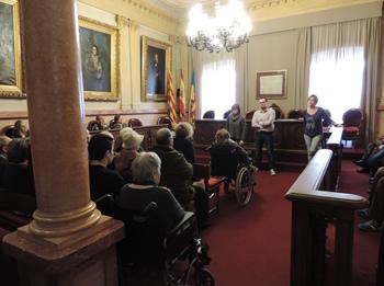 El regidor Juan Luís Ruiz i la regidora Blanca Albà han fet entrega de les invitacions a les persones assistents