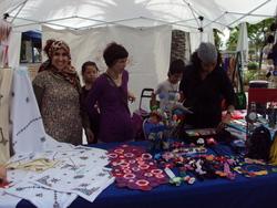 Les dones mostren les seves creacions cada segon diumenge de mes