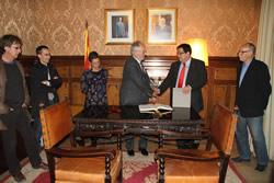 Rafael Ribó ha signat el llibre d'honor de la ciutat