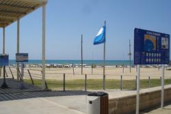 La platja d'Adarró ha estat premiada un any més amb la Bandera Blava
