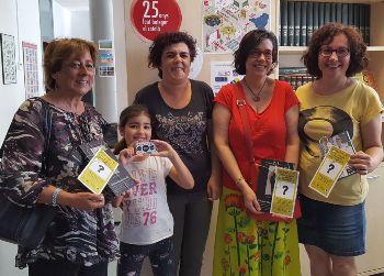 Recollida del premi amb la gerent de Viu Comerç i una tècnica del Servei de Català