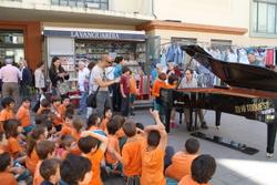 Els alumnes van aprendre com funciona un piano de cua